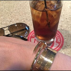 Cartier just unclou. Box and cert included.